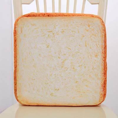 coussin chat en forme de pain de mie